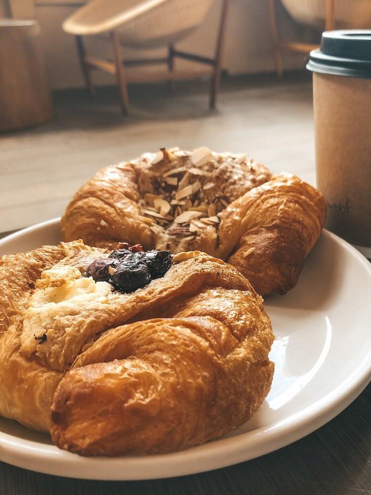 Best Places to Eat on Oahu - Knots Coffe Roasters - Best Coffee Shops Oahu